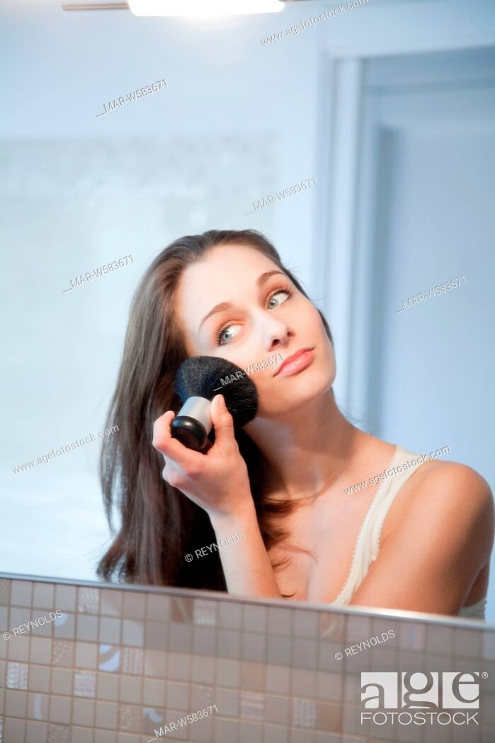 Stock Photo: donna make-up.