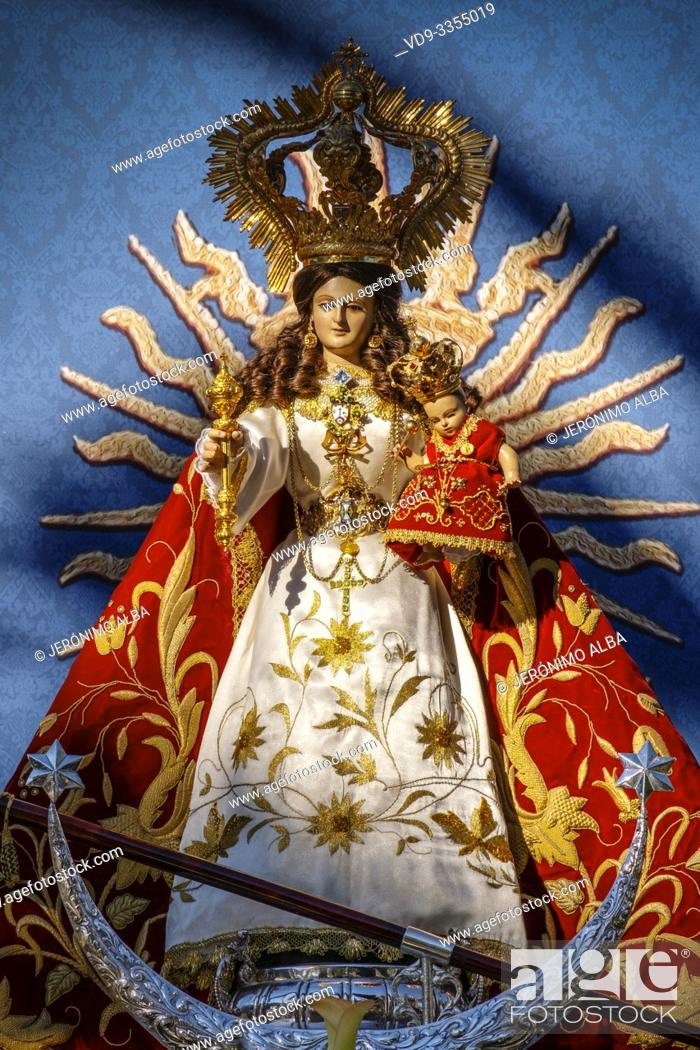 Imagen: Image of the Blessed Virgin of the rock at hermitage Virge de la Peña, white village of Mijas. Malaga province Costa del Sol.
