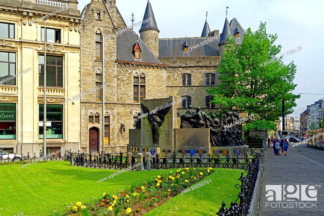 Stock Photo: Standbeeld of born clearer of land van Eyck, Castillo de Gerardo El Diablo.