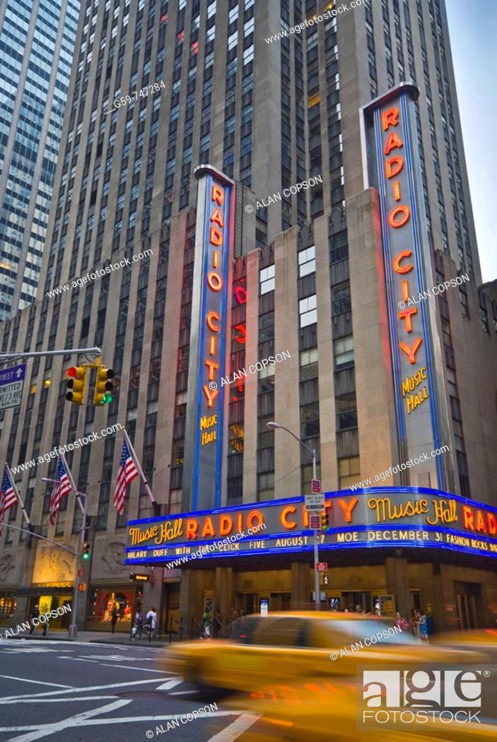 Imagen: USA New York City Manhattan 6th Avenue and West 50th Street Radio City Music Hall.