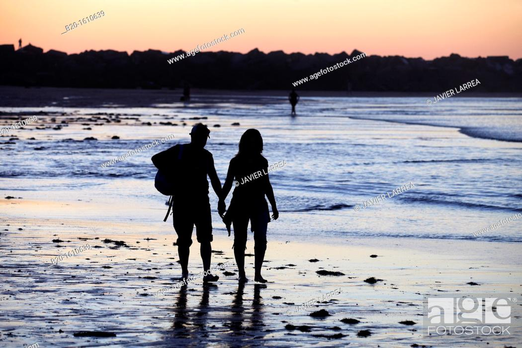 Stock Photo: Couple walking, Zurriola Beach, Donostia, San Sebastian, Gipuzkoa, Basque Country, Spain.