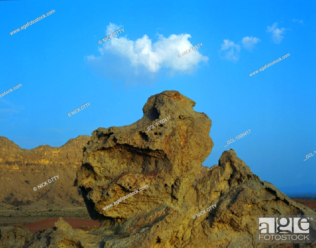 Stock Photo: Rock formation in the desert, United Arab Emirates.
