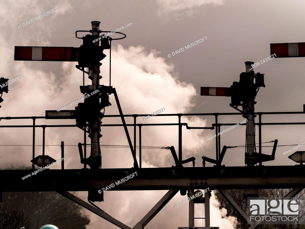Photo de stock: signals at Grosmont station,on The North Yorkshire Moors Railway,Yorkshire,UK.