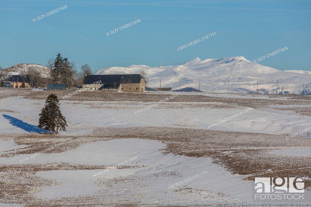 Stock Photo: France, Puy de Dome, near La Godivelle, plateau of Cezallier landscape, Monts-dore hills ans puy de Sancy in the background.