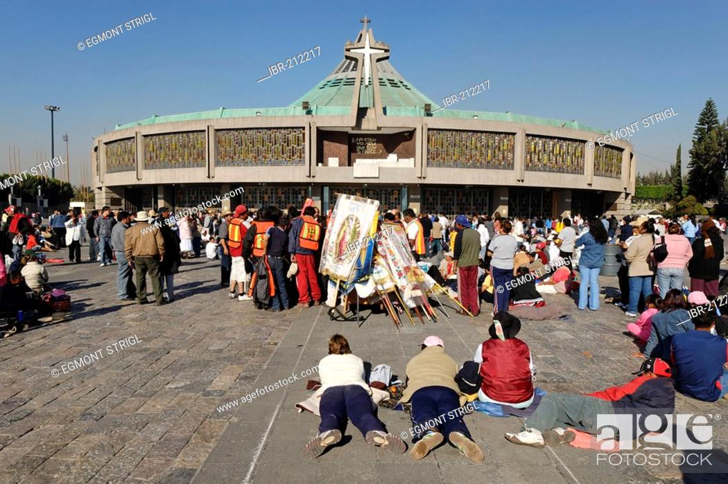 Stock Photo: Pilgrims in front of the new pilgrimage church of La Basilica de Nuestra Senora de Guadalupe, Mexico City, Mexico.
