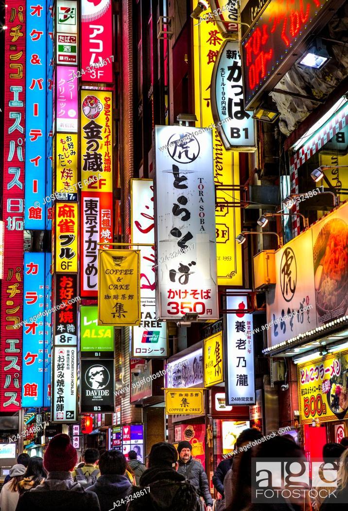 Imagen: Japan, Tokyo City, Shinjuku Ward, Kabukicho Area, Yasukuni Dori Avenue.
