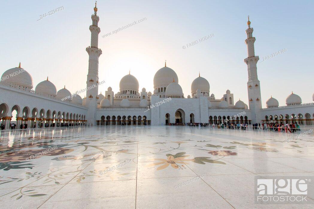 Stock Photo: Sheikh Zayed Grand Mosque at sunset.