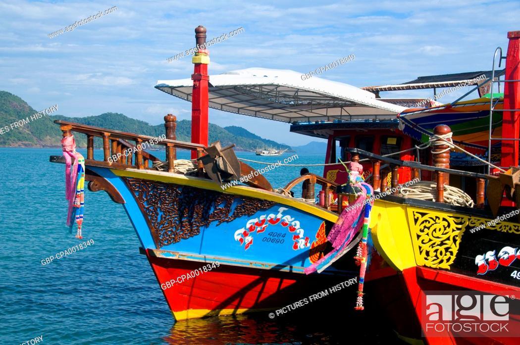 Imagen: Thailand: Dive boats at the pier, Bang Bao fishing village, Ko Chang, Trat Province.
