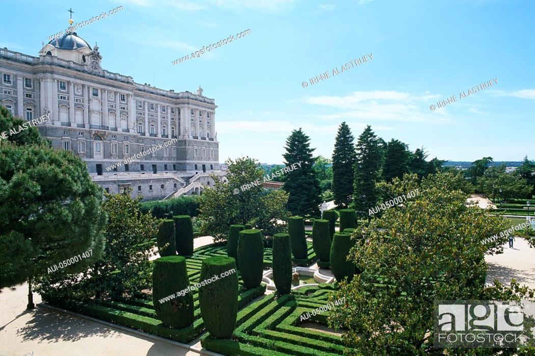 Stock Photo: Spain - Madrid - Palacio Real - Sabatini Gardens - Jardines de Sabatini.