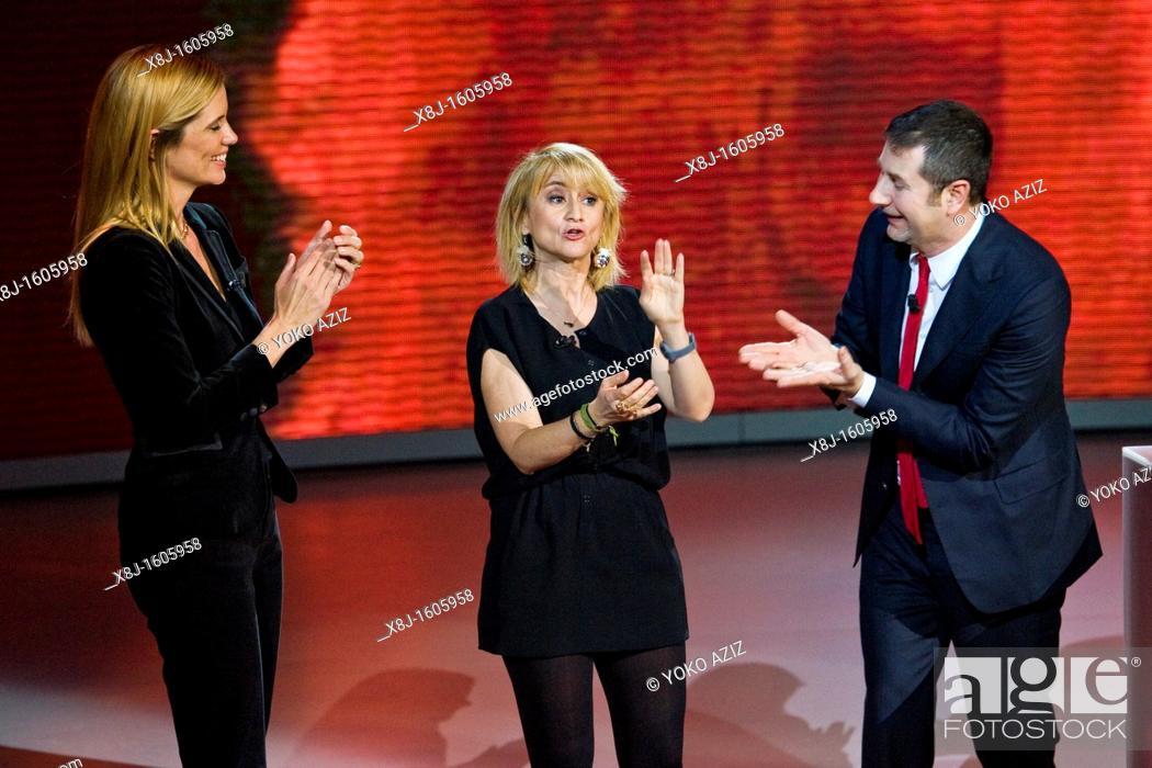 Imagen: 18 12 2011  Telecast RAI 3, 'Che tempo che fa', Milan, Italy, Luciana Littizzetto, Filippa Lagerback and Fabio Fazio.