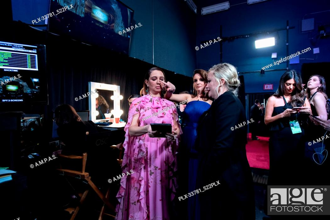 Maya Rudolph (L), Tina Fey, and Amy Poehler (R) backstage during the