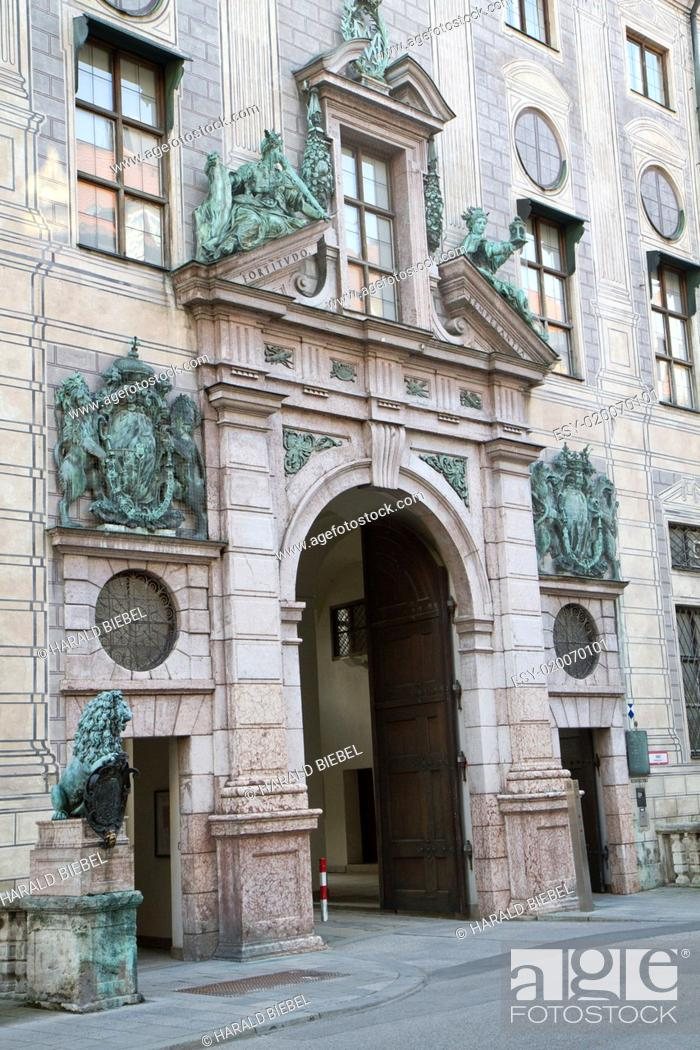 Stock Photo: Eingangsportal zur Residenz in München.