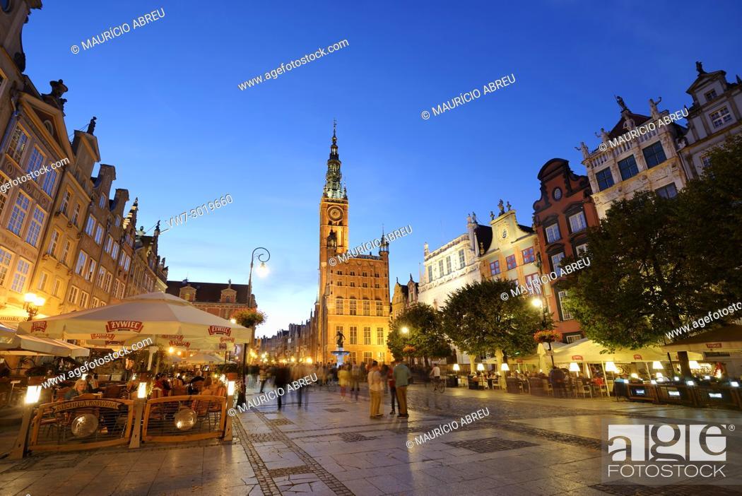 Stock Photo: Dlugi Targ (Long Market street) and the 14th century Town Hall. Gdansk, Poland.