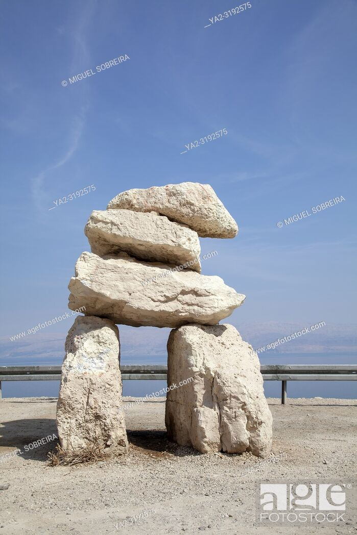 Imagen: Large Rock Cairn Formation at Dead Sea Viewpoint - Israel.