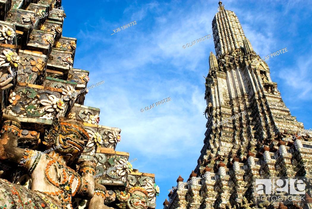 Stock Photo: Architectural detail at the Prang of Wat Arun, Bangkok, Thailand.