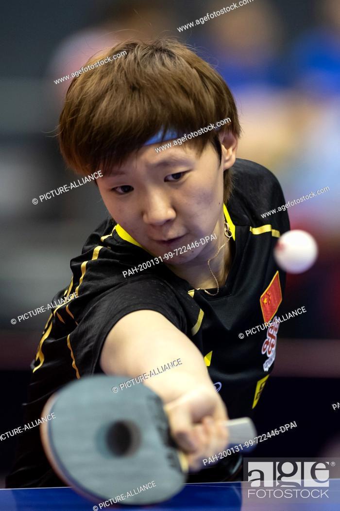 Imagen: 31 January 2020, Saxony-Anhalt, Magdeburg: Table tennis: German Open, women, singles, round of sixteen, Wang (China) - Shibata (Japan).