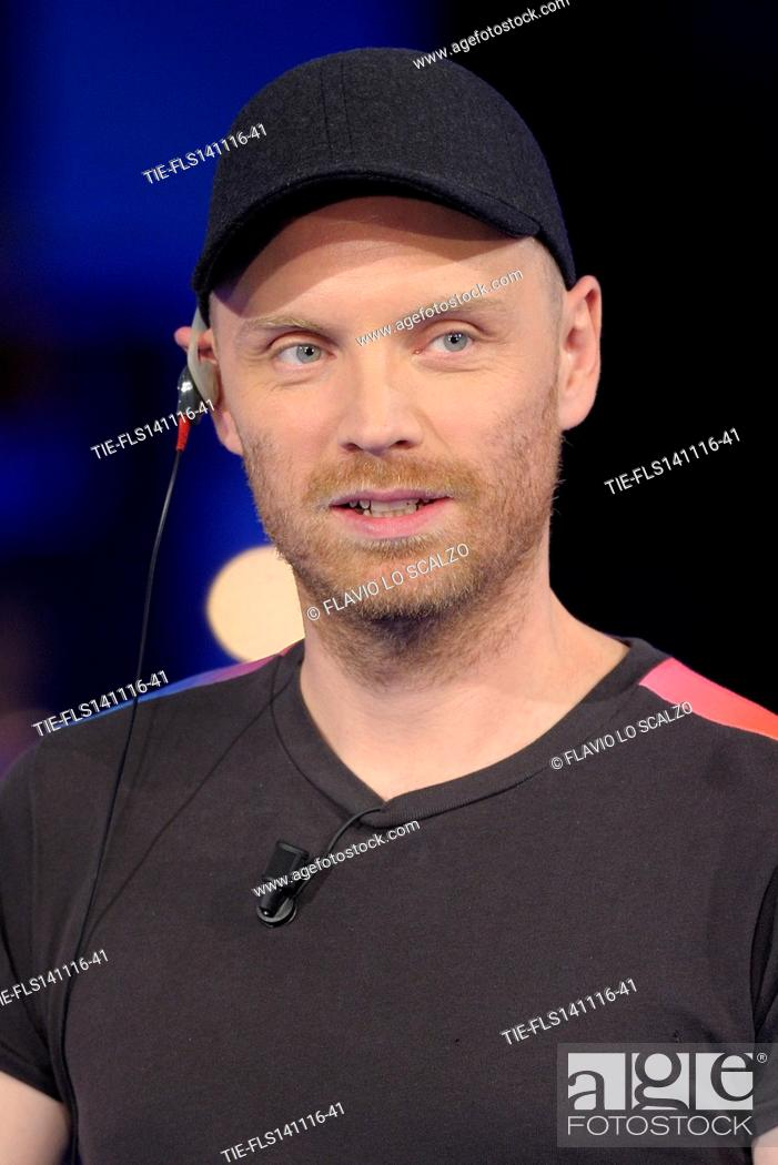 Imagen: Jonny Buckland guitarist of Coldplay guest at tv programme Che tempo che fa, Milan, ITALY-13-11-2016.