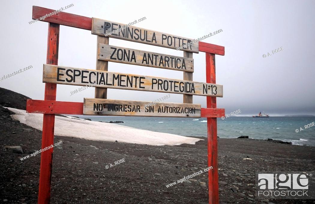 Imagen: sign at the Potter Cove marking a protection zone only to be entered with a special authorisation, Antarctica, King George Island.