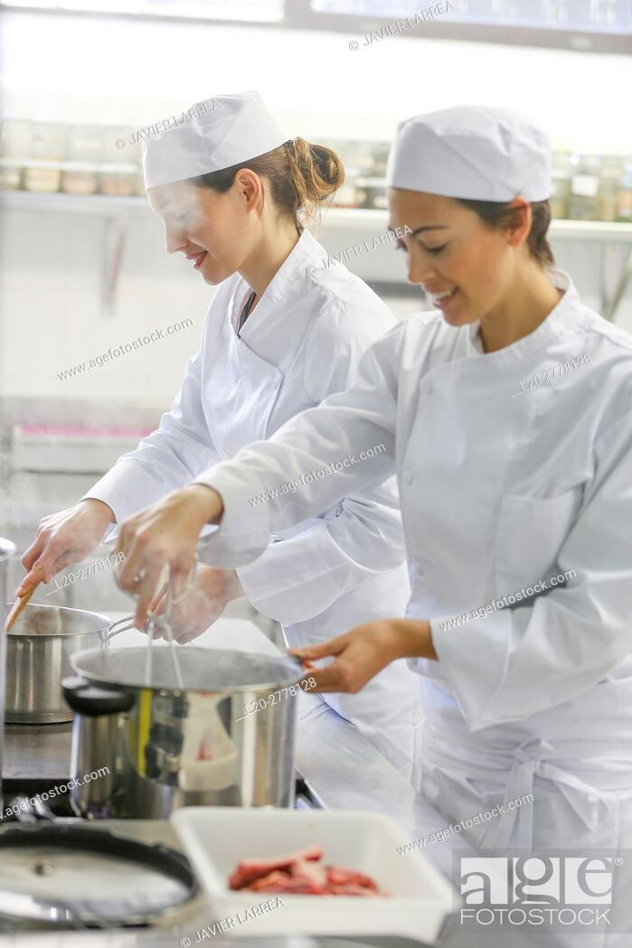 Imagen: Chefs, Cooks in cooking school, Cuisine School, Donostia, San Sebastian, Gipuzkoa, Basque Country, Spain, Europe.