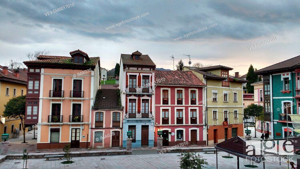Imagen: Manuel Uría square, Nava, Asturias, Spain.