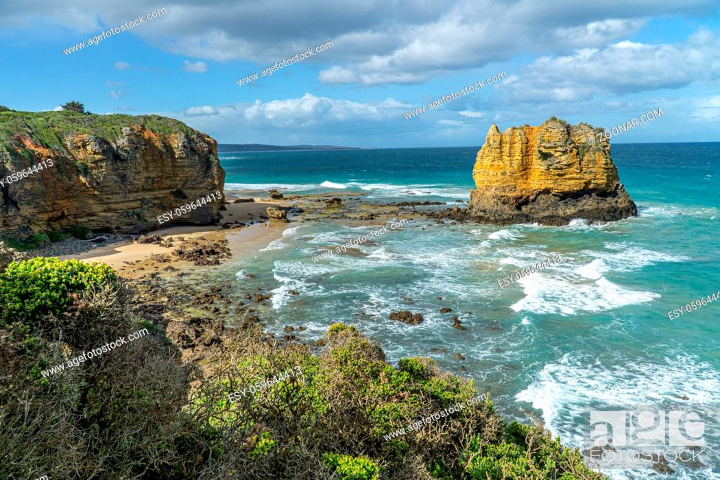Imagen: Split Point Lighthouse is a lighthouse close to Aireys Inlet, a small town on the Great Ocean Road in Victoria, Australia.