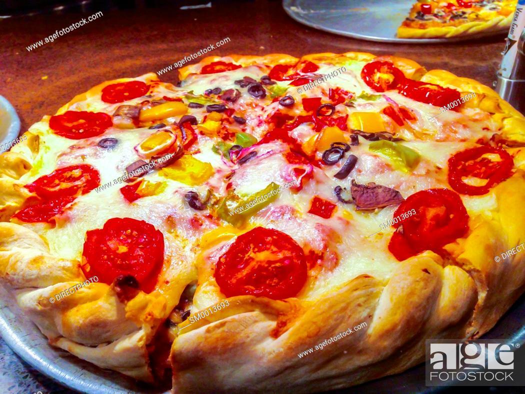 Imagen: San Francisco, CA, USA, Pizza pie, Prepared Food in Food COurt.