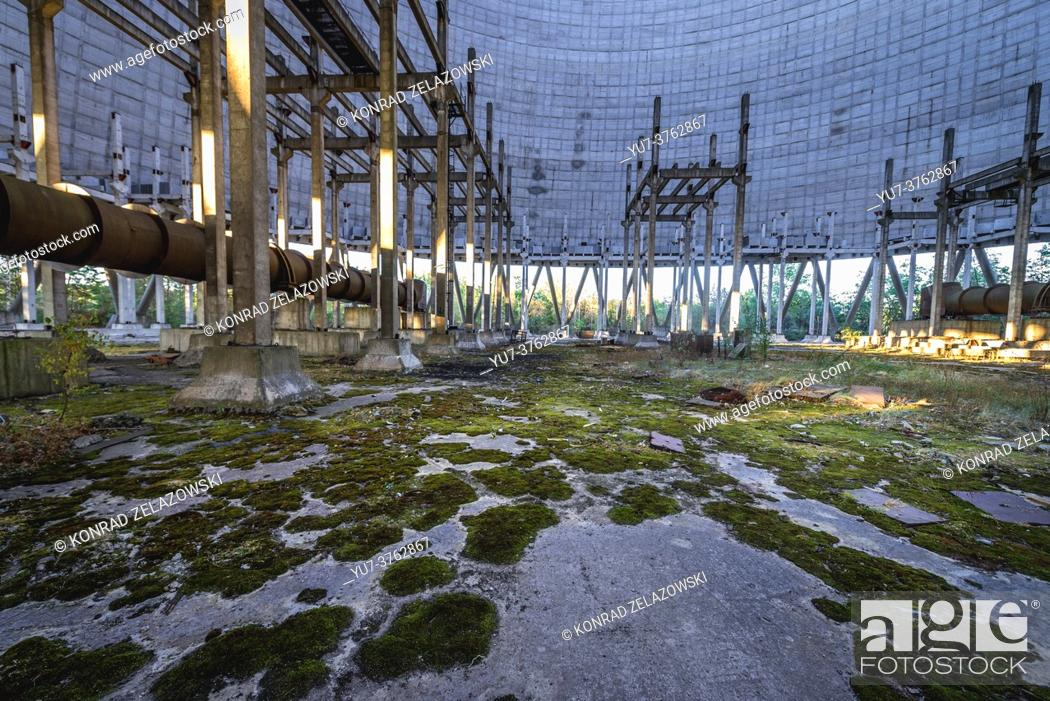 Imagen: Inside the cooling tower of Chernobyl Nuclear Power Plant in Zone of Alienation around the nuclear reactor disaster in Ukraine.