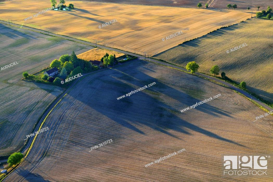 Stock Photo: Europe, France, fields of Burgundy near Donzy in the Nievre.