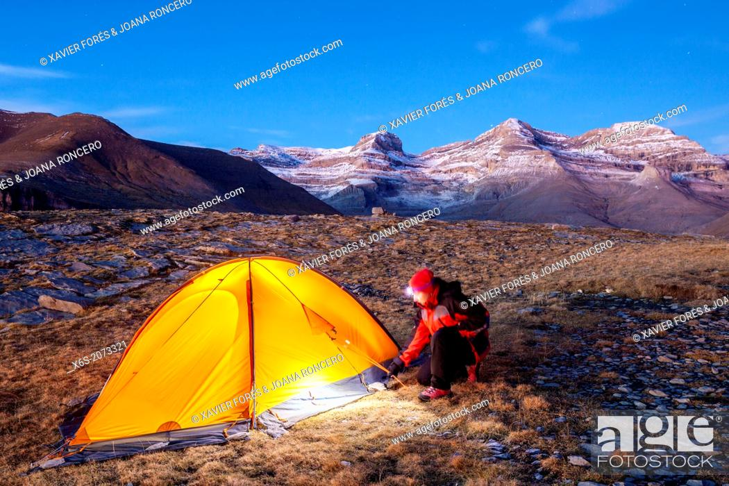 Imagen: Camping at the National Park of Ordesa and Monte Perdido, Huesca, Spain.