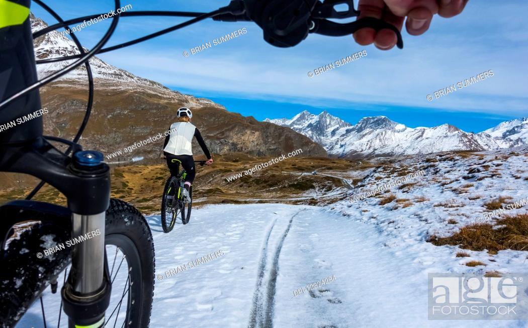 Photo de stock: Mountain biking in the Pennine Alps, near Zermatt; Valais, Switzerland.