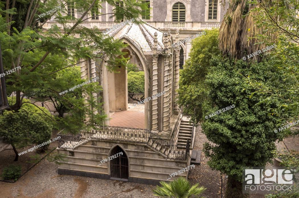 Imagen: The Caffeaus in Cloister of the Monastery Benedictine, Catania, Sicily, Italy.