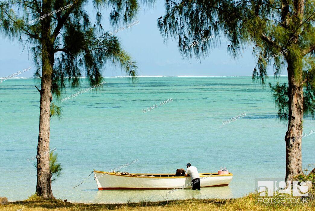 Stock Photo: Local fishermen at Baie du Cap, Mauritius, Indian Ocean, Africa.