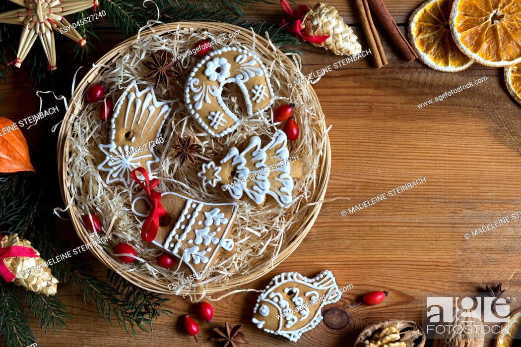 Stock Photo: Christmas background with copy space: Christmas gingerbread cookies in a round wicker basket, top view.