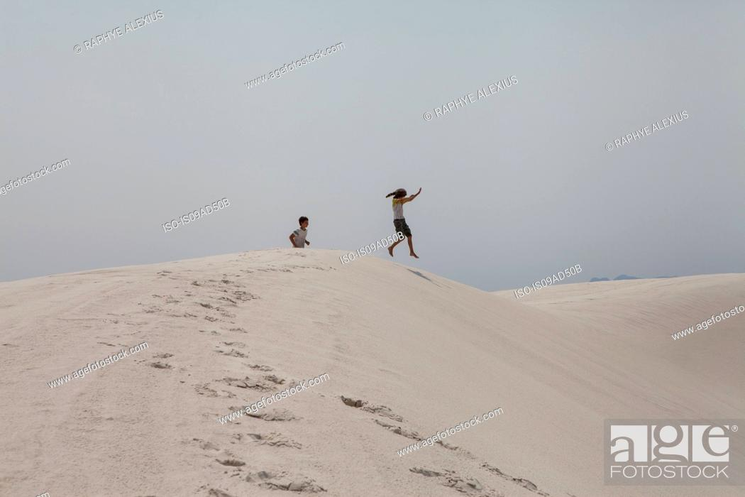 Stock Photo: Boy and girl playing, White Sands National Park, New Mexico, USA.