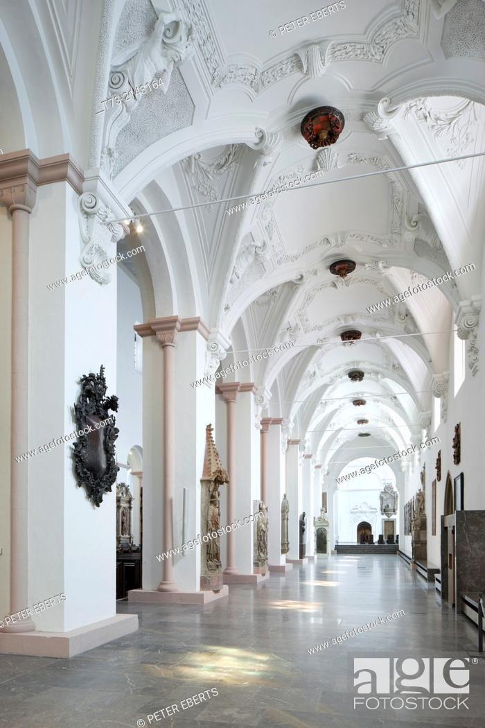 Photo de stock: Kiliansdom, view in the Southern aisle eastwards, Würzburg.