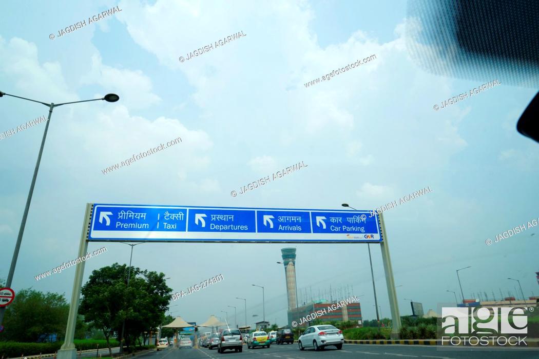 Imagen: Sign at International Airport, Delhi, India, Asia.