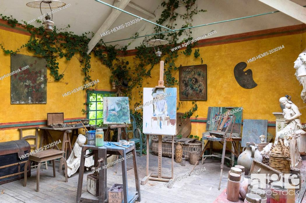 Stock Photo: France, Eure, Giverny, the former Hotel Baudy, 81 Claude Monet street, restaurant museum, is an historical place, frequented by artists at the time of Monnet.