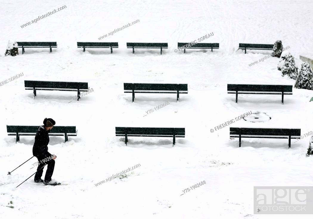 Stock Photo: Winter in Paris,skier in Montmartre,France,Europe.