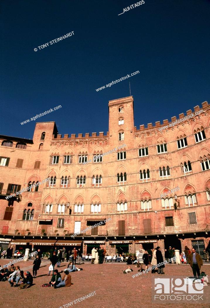 Stock Photo: Italy - Siena - Plazza del Campo.
