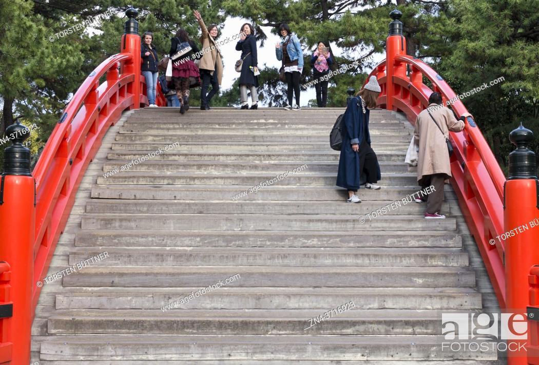 Stock Photo: Tourists crossing taiko bashi bridge at Sumiyoshi-taisha shrine, Osaka, Japan.