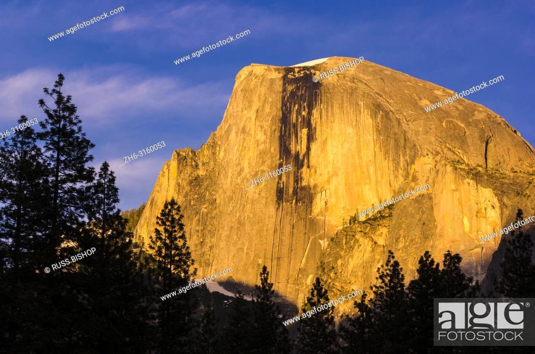 Imagen: Evening light on Half Dome, Yosemite National Park, California USA.