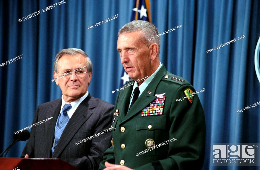 Imagen: General Tommy Franks Commander of U.S. Central Command in Afghanistan alongside Secretary of Defense Donald Rumsfeld speaks during a press briefing on Aug.