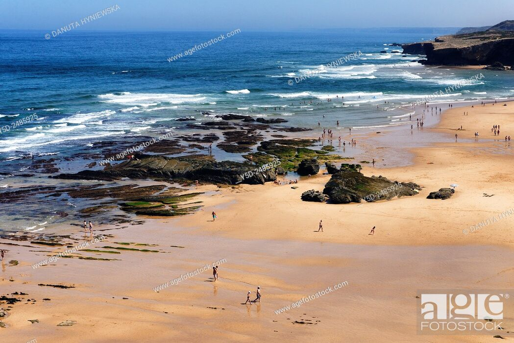 Imagen: Europe, Portugal, Algarve, Faro district, Aljezur, Costa Vicentina, Monte Clérigo beach, Praia do Monte Clérigo, Parque Natural do Sudoeste Alentejano e Costa.