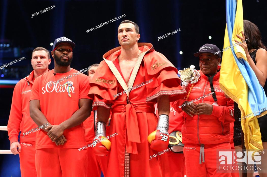 Ukrainian Wladimir Klitschko (C), his brother Vitali