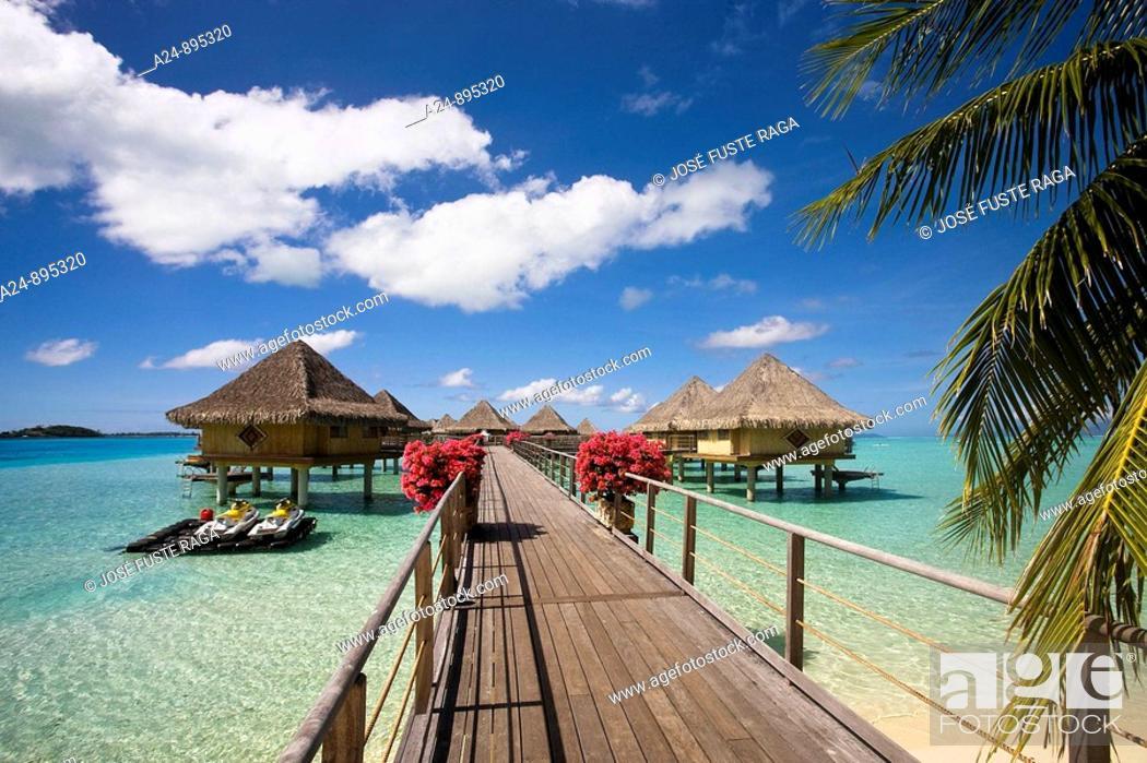 Photo de stock: Huts at the InterContinental Resort, Bora Bora island, Society Islands, French Polynesia (May 2009).