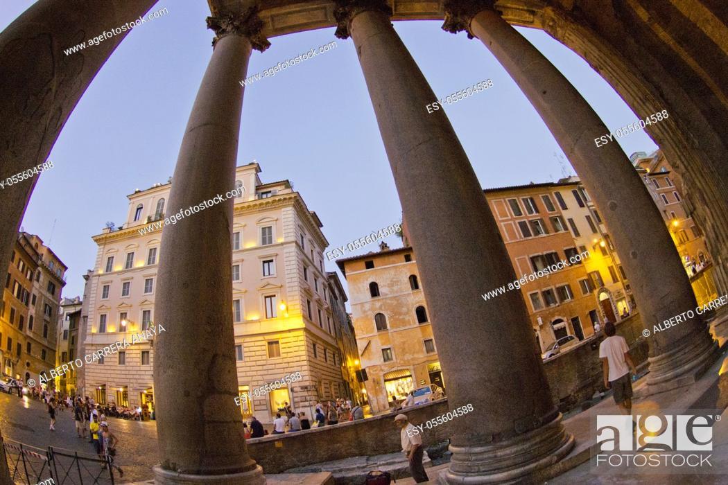 Imagen: Agrippa's Pantheon, Piazza della Rotonda, Santa María Rotonda, Rome, Lazio, Italy, Europe.