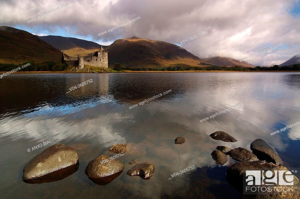 Stock Photo: United Kingdom (Great Britain). Scotland. Highlands (Highlands). Argyll and Bute. Loch Awe and Kilchurn Castle.