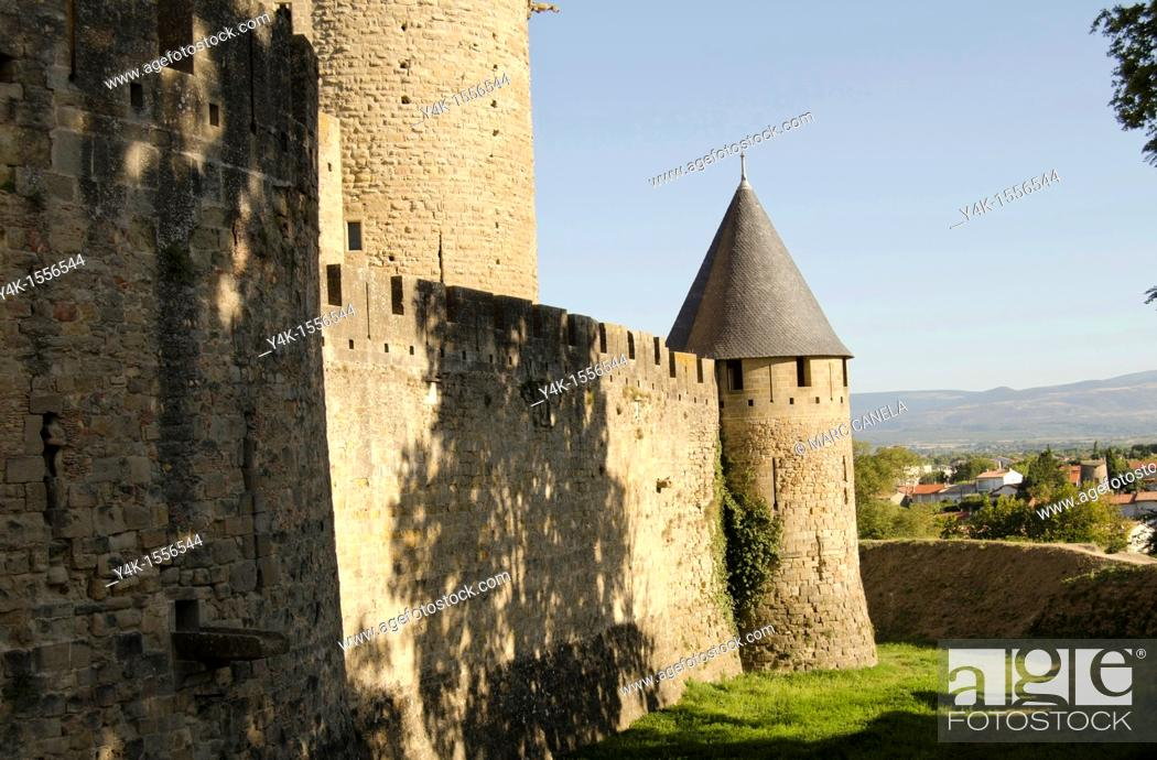 Stock Photo: Castle, medieval wall of fortified city, Carcassonne, Aude, Languedoc-Roussillon, France.