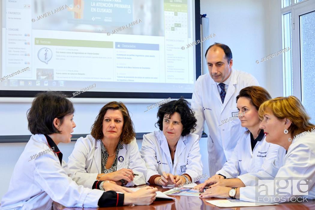 Imagen: Hospital management meeting, Clinical session, Hospital Donostia, San Sebastian, Gipuzkoa, Basque Country, Spain.