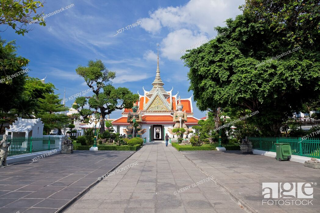 Stock Photo: Main Entrance Pagoda, Wat Arun Rajwararam Temple of the Dawn, Thonburi, Bangkok, Thailand.